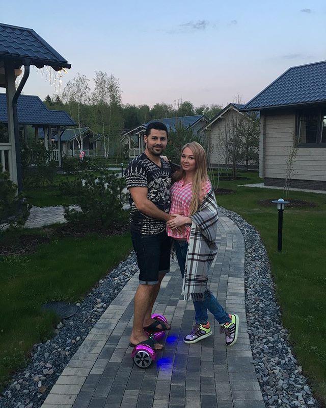 Дарья Пынзарь со своим мужем Сергеем