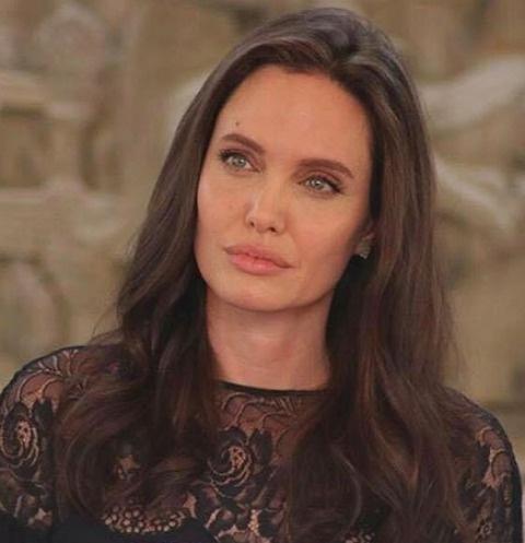 Анджелина Джоли посетила Камбоджу
