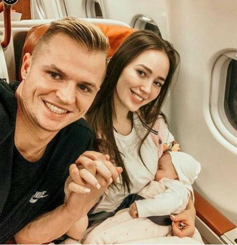 Дмитрий Тарасов с женой и дочерью