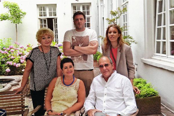 В праздники семья собирается в загородном доме телеведущей