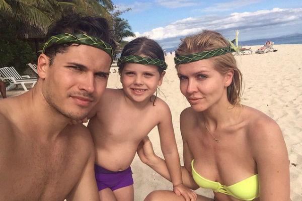 Елена Самоданова с мужем и дочкой