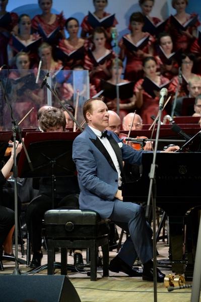 Максим Дунаевский на своем юбилейном концерте
