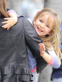 Дочка Дженнифер Гарнер Серафина на руках у мамы. Декабрь, 2012 г.