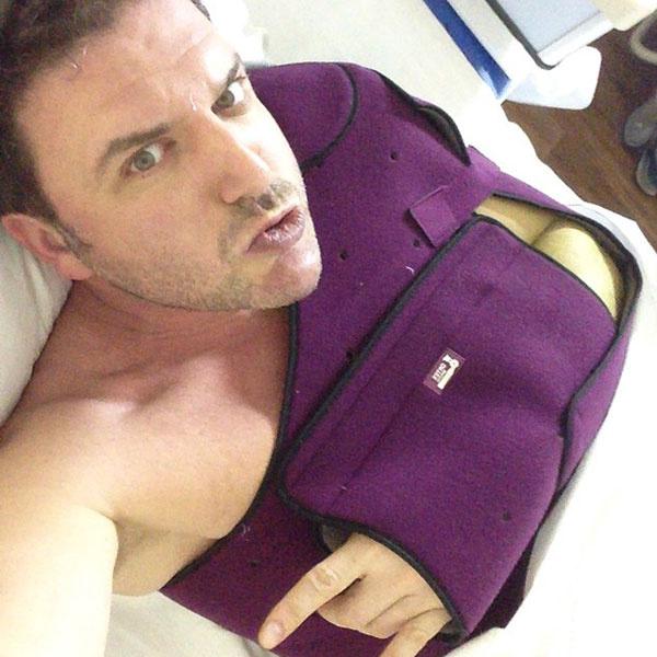 Эту фотографию   Максим Виторган  выложил в   Instagram сразу   после операции