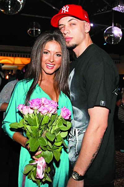 С рэпером ST звезда имела романтические отношения до встречи с Владом Соколовским в 2011 году