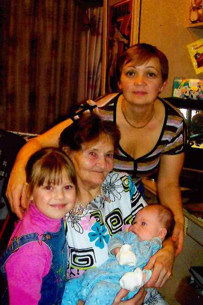 Теперь бабушка может видеть всю семью
