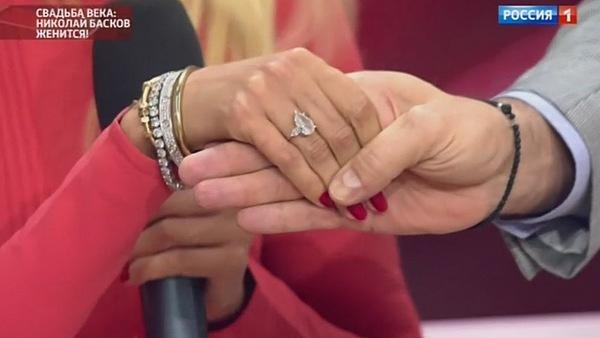 Помолвочное кольцо Виктории Лопыревой