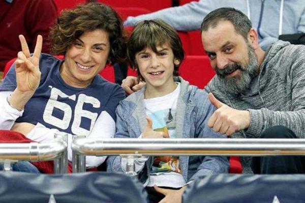 От брака с актрисой Тюркан Дерья у Озана есть сын Али