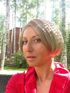 Поклонники Алики Смеховой признали, что актриса - прирожденная брюнетка