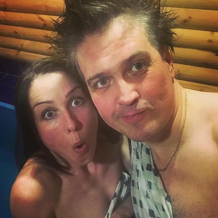 Денис с супругой Ольгой