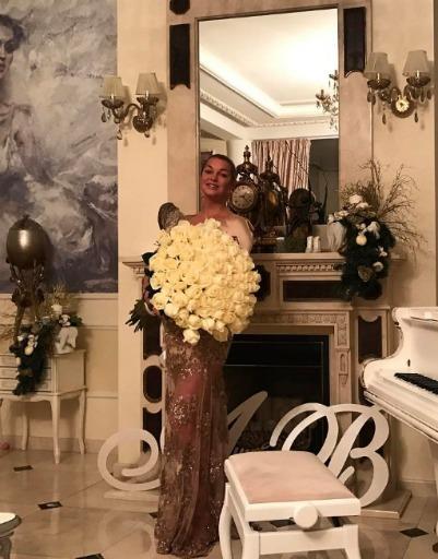 Анастасия Волочкова без ума от белых роз