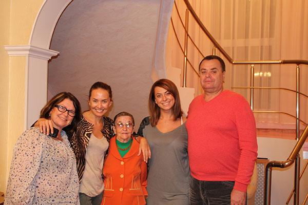Семья Жанны Фриске: Мама Жанны Фриске Ольга Копылова, сама Жанна, бабушка, сестра Наталья и отец Владимир