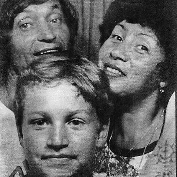 Будущий музыкант с папой Николаем Петровичем и мамой Людмилой Леонидовной
