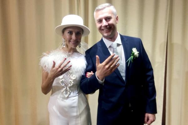 Екатерина и Артем обменялись кольцами