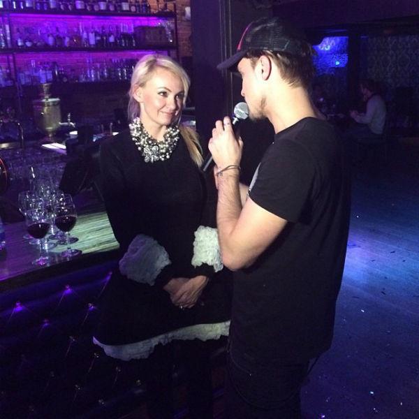Яна Рудковская поздравляет Диму Билана