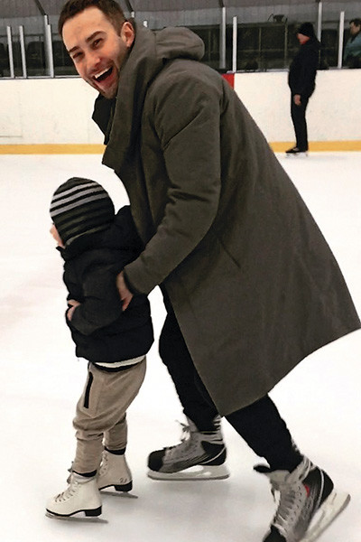 Все свободное время Дмитрий проводит с мальчиком