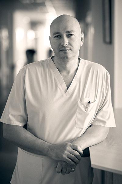Сергей Чукарев стал врачом, он не любит вспоминать былое и даже не ходит на встречи выпускников