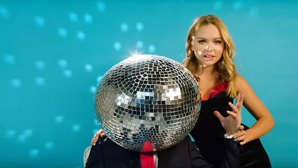 В прошлом году Стефания Маликова представила клип на песню «Hey, DJ!»