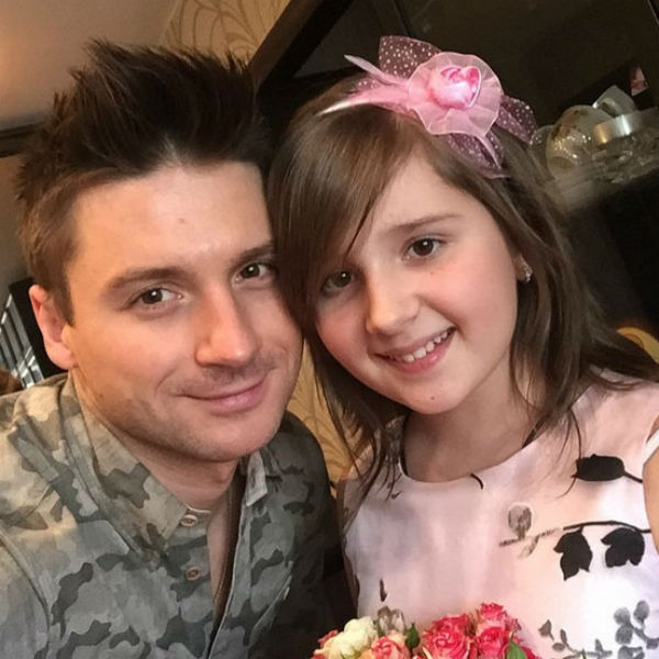 Сергей балует Алину, из каждой командировки привозит ей красивые платья