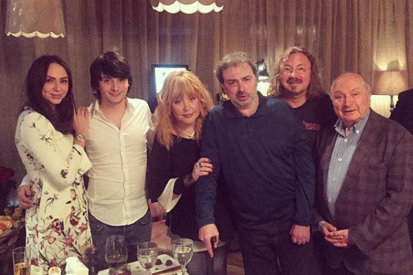 Алла Пугачева, Борис Краснов с детьми, Игорь Николаев и Михаил Жванецкий