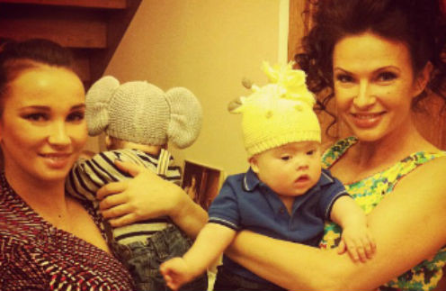 Анфиса Чехова с сыном Соломоном и  Эвелина Бледанс с сыном Семеном