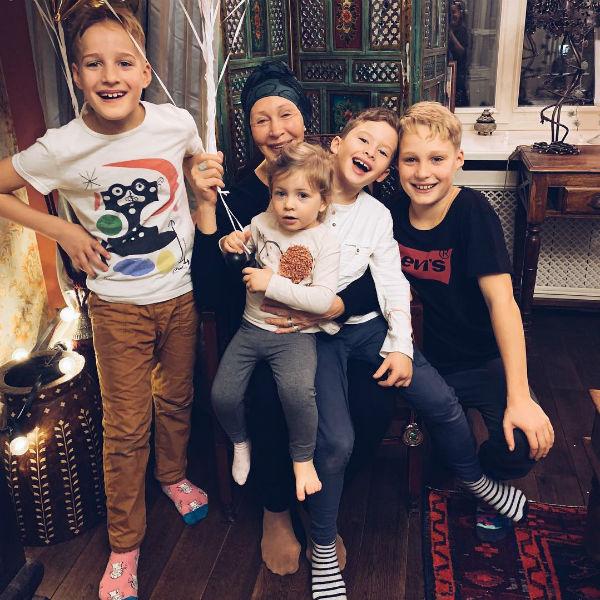 Татьяна Васильева вместе с внуками