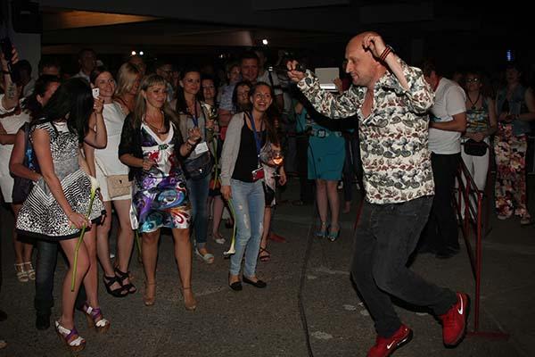 Веселье в разгаре - Гоша танцует со зрителями
