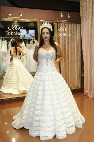 Виктория уже приметила свадебное платье