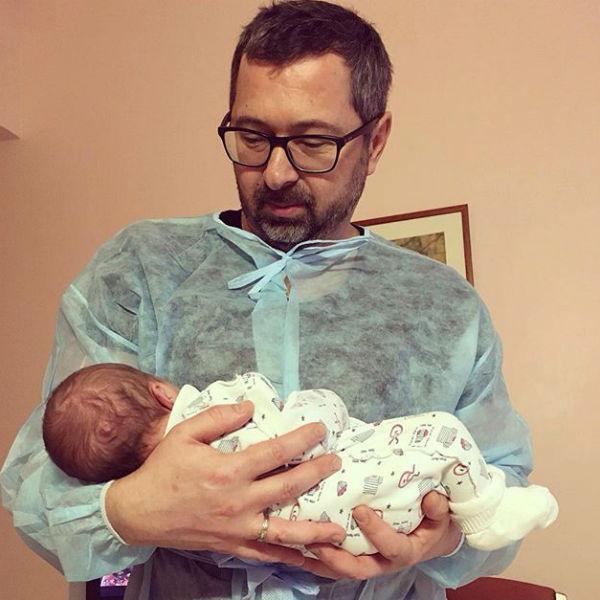 Совсем недавно артист опубликовал трогательный снимок с долгожданной дочкой