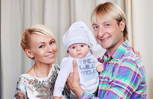 Яна Рудковская и Евгений Плющенко с сыном Сашей