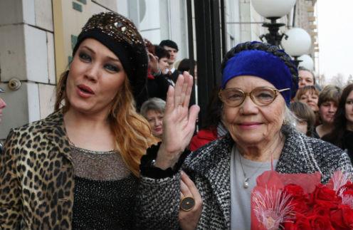 Азиза с мамой Рафикой Хайдаровой