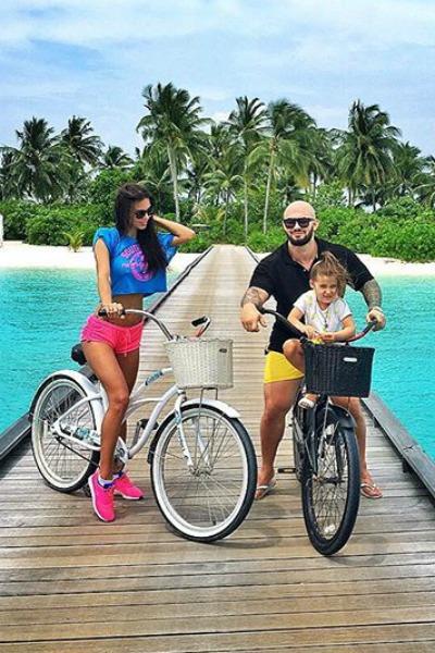 Джиган отвез семью на острова
