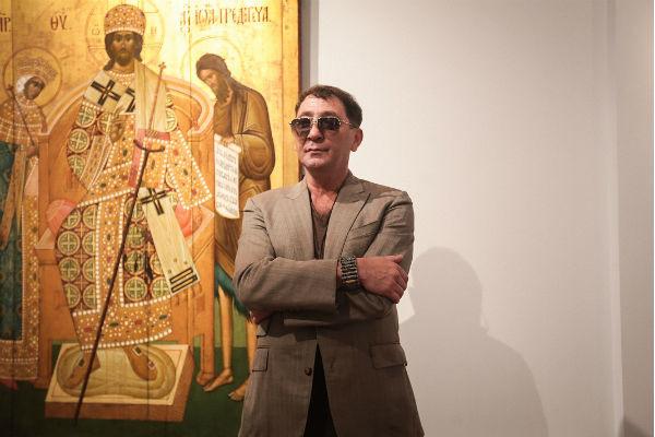 Григорий уже много лет коллекционирует иконы