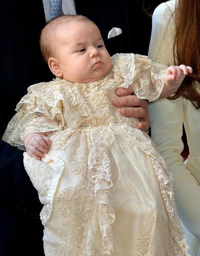 Исключением стала, пожалуй, только традиционная сорочка на крестины, которая Джорджу явно не понравилась