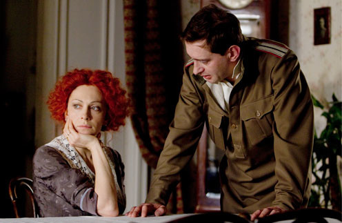Константин Хабенский сыграл Алексея Турбина, а Ксения Раппопорт – его сестру Елену