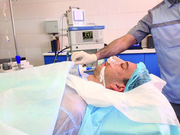 Операция по коррекции формы носа продлилась час