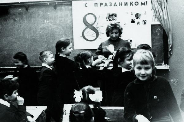 В школе Ренату часто оставляли после уроков, начало 70-х
