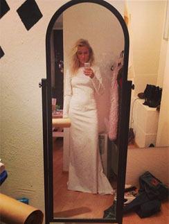 Катя Гордон примеряет свадебное платье
