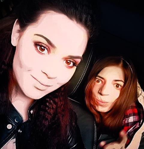 Аделина и Маша всегда поддерживают друг друга