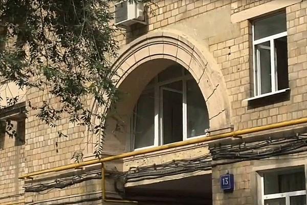 Квартира Татьяны Васильевой расположена над аркой