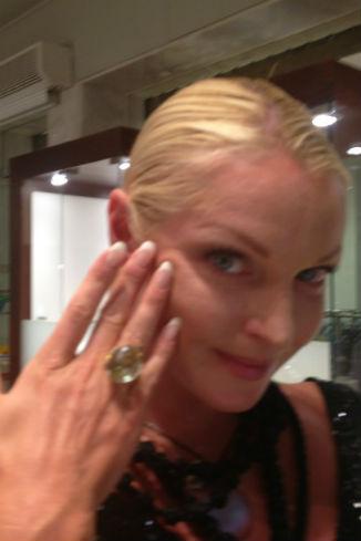 Балерина купила кольцо с большим камнем