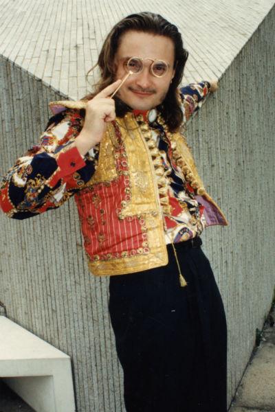 Карьеру Васильев начинал художником по костюмам в Московском театре на Малой Бронной, 1991 год