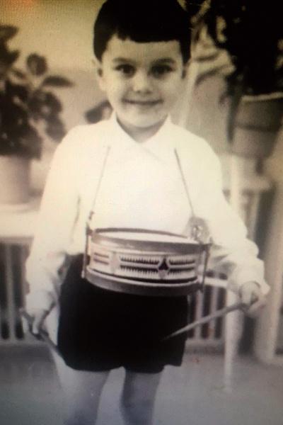 Музыка рано появилась в жизни мальчика благодаря папе, композитору, и маме, певице