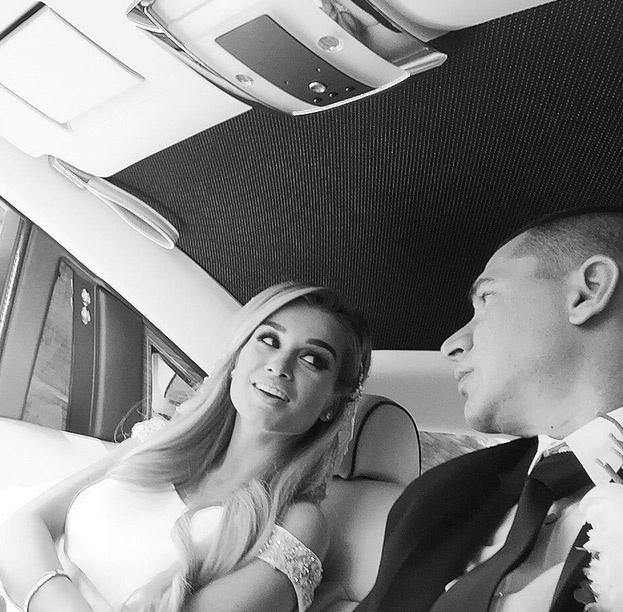 Свадебное селфи пока еще жениха и невесты