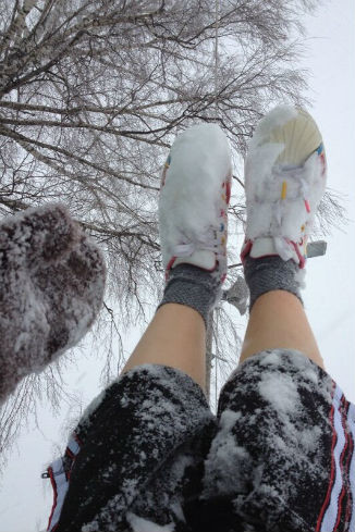 Ира не побоялась мокрого снега и с удовольствием наслаждалась отдыхом
