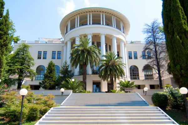 По информации журналистов, свадьба века состоится в Гранд-отеле «Родина»