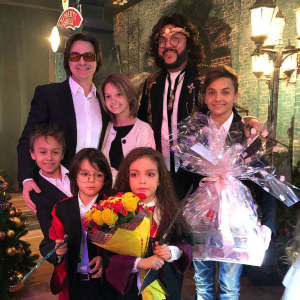 Сергей Филин с детьми на празднике Аллы-Виктории