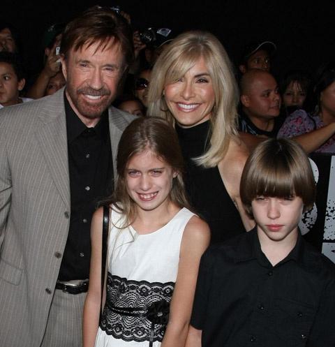 Чак Норрис с женой и детьми