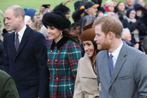 Внуки Елизаветы II охотно позировали фотографам со своими избранницами