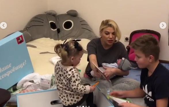 Липа Тетерич с тремя детьми